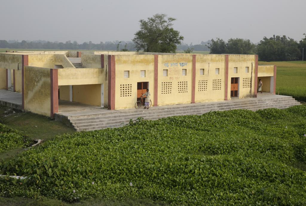 This building near a village in Supaul is constructed to shelter people when the Kosi floods. Ironically, it is surrounded by water all the time as the embankments have blocked drainage and the river water seeps outside the embankments. Credit: Vikas Choudhary