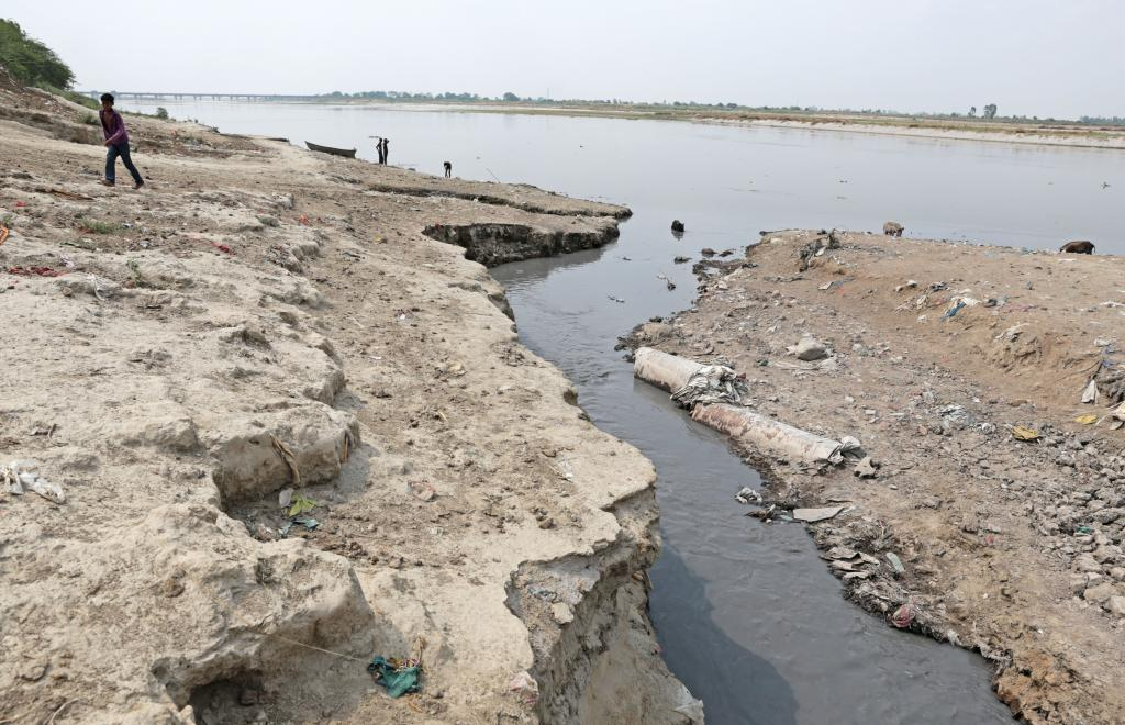 Highly polluted water from 400 leather units in Jajmau area drain into Ganga directly through Wajidpore Nala in Kanpur (Credit: Vikas Choudhary/CSE)