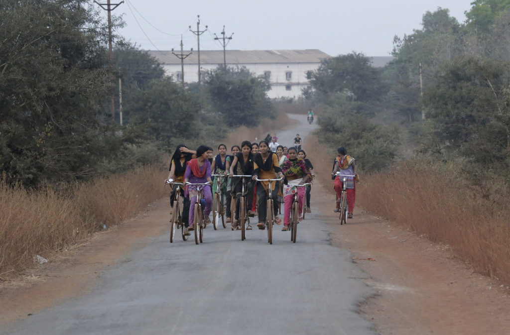 A group of women cycling their way home after a long day's work at a poultry farm in Tilda Newra town of Chhattisgarh (Credit: Vikas Choudhary/CSE)
