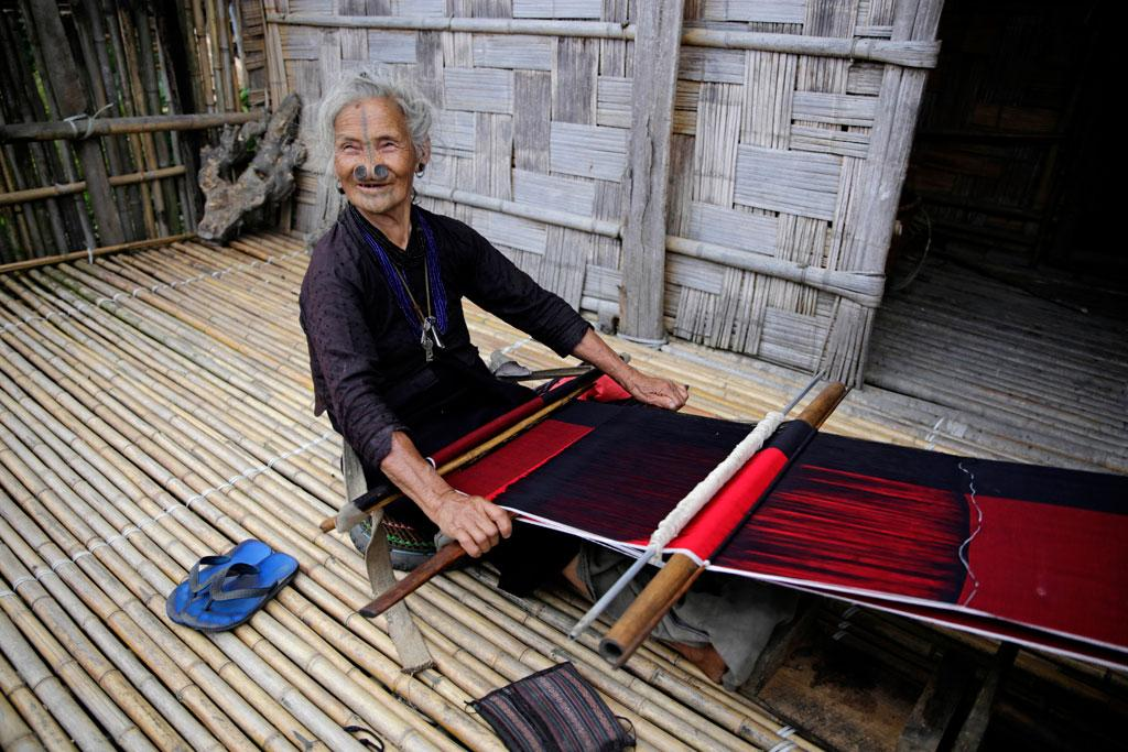 "Old lady from the Apatani tribe in Arunachal Pradesh's Ziro Valley weaves a traditional skirt ""gale"" (Credit: Vikas Choudhary/CSE)"