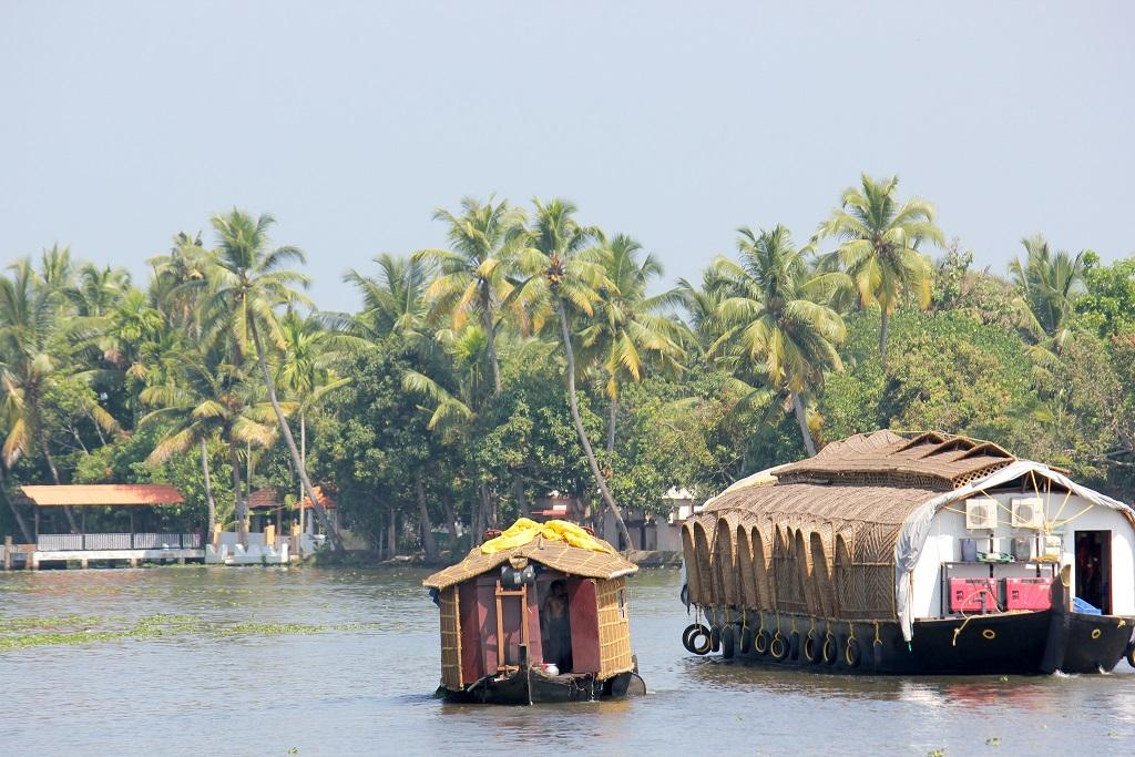 Alappuzha has 49 diesel boats which carry around 21,900 people every day; Credit: Isabell Schulz/Flickr