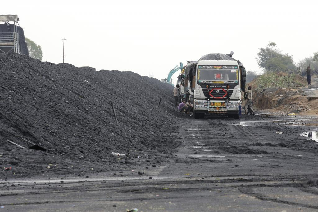 Coal will stay till 2030, but measures can cut down greenhouse gas emissions by 22%, according to CSE. Photo: Vikas Choudhary