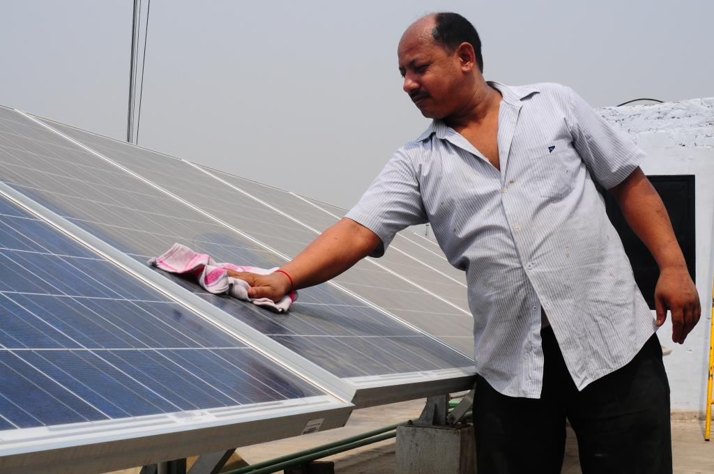 India and China are changing policy to focus on renewables (Credit: Meeta Ahlawat/CSE)