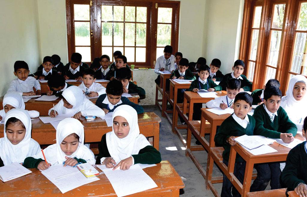 कश्मीर घाटी में बाढ़ से तबाह हुए स्कूलों में से एक, जिसका पुनरुद्धार सीएसआर के मध्यम से किया गया (सौजन्य: सुरेंद्र पवार)