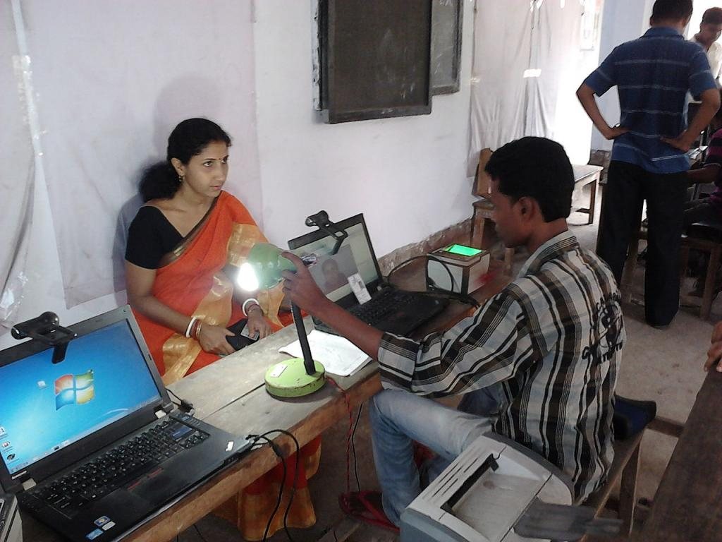 What makes Aadhaar unique is exactly what makes people anxious—fingerprints and iris impressions. Credit: Wikimedia commons