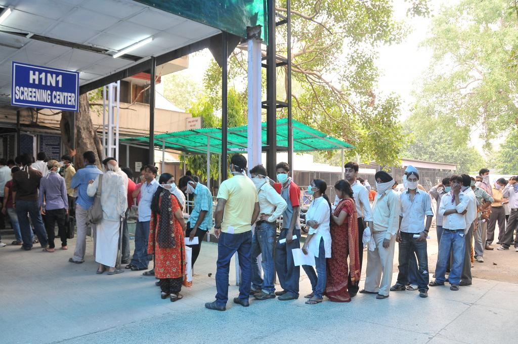 Swine flu screening in Delhi during an earlier outbreak (Credit: Meeta Ahlawat/CSE)