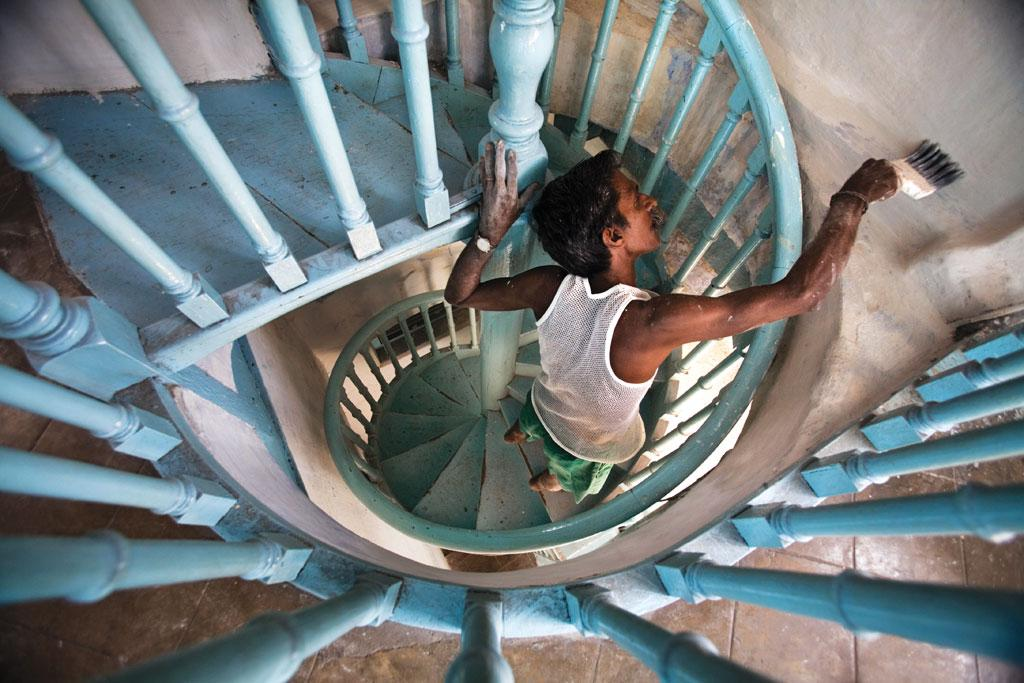 भारत में बेचे जा रहे पेंट्स में अत्यधिक मात्रा में सीसा पाया जाता है। हालांकि अब  ब्यूरो ऑफ इंडियन स्टैंडर्ड्स ने पेंट में सीसे की मात्रा 90 पार्ट्स प्रति मिलियन तक निर्धारित कर दी है (जॉर्ज रॉयन)