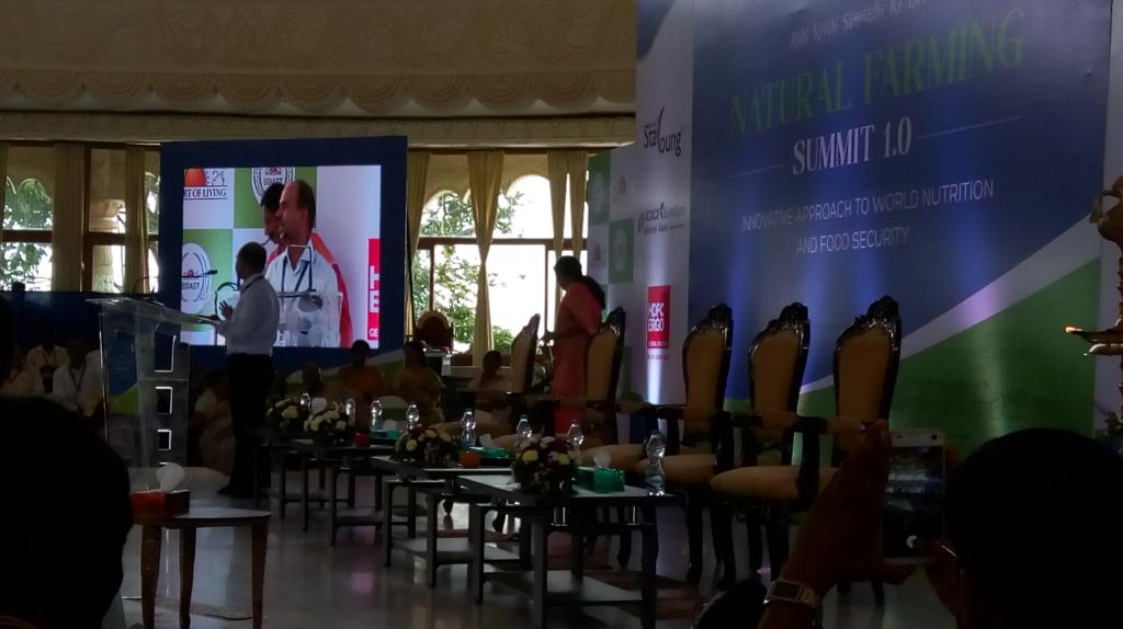 Ashish Bhutani addressing the gathering at Natural Farming Summit 2017 in Bengaluru (Credit: Subhojit Goswami/CSE)