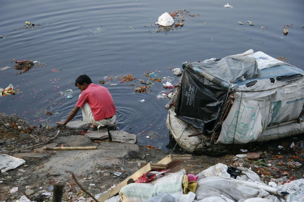 Emphasis has been given on the need to overhaul the sewage management system. Credit: Samrat Mukherjee / CSE