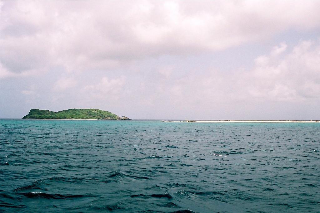 महासागरों से पेट्रोलियम सहित कई उपयोगी प्राकृतिक संसाधन प्राप्ति किए जा रहे हैं
