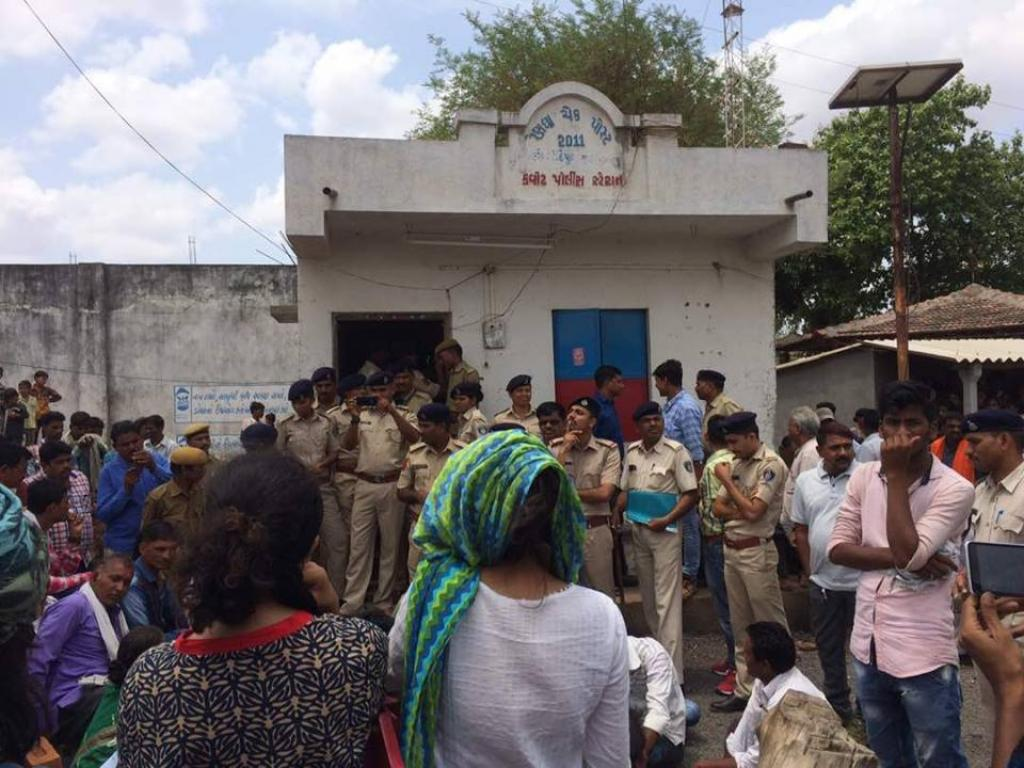 Narmada Bachao Andolan will file an FIR against the Gujarat police for injuries caused to its workers. Credit: Nita Mahadev