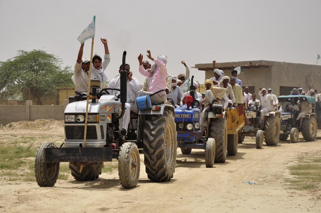 देश के किसी ना किसी हिस्से में किसानो को आये दिन सडको पर आंदोलन करने के लिए उतरना पड रहा है। Credit: Sayantoni Palchoudhuri/ CSE