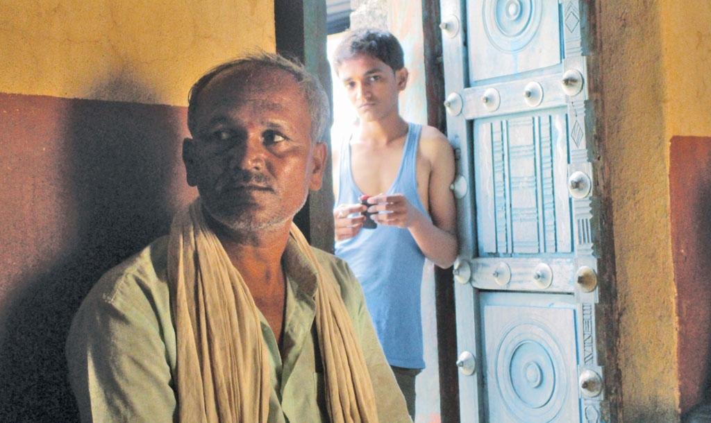 Venkat Lakshman Vayar lost the entire sugarcane crop after the only dugwell on his farm dried up. He was planning to use the money to marry off his daughter Sheetal. In April, Sheetal jumped into the dried dugwell and committed suicide after she came to k