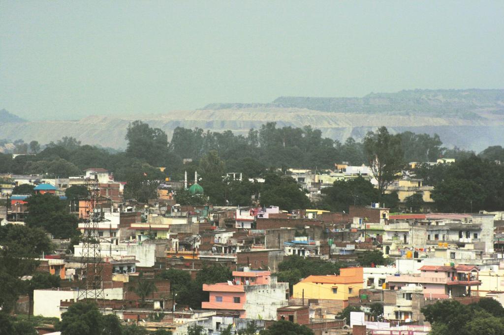50 हजार की आबादी वाला माेरवा टाउन, जिसका कोयला खदानांे के विस्तार के लिए अधिग्रहण किया जा रहा है।  फोटो : अनुपम चक्रवर्ती/ सीएसई