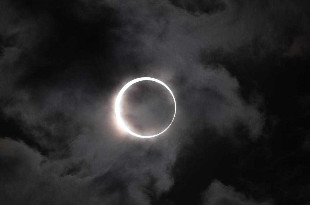 Solar physicists travel across the globe to witness total solar eclipse mainly to get a peek into the corona (Credit: Takeshi Kuboki/Flickr)