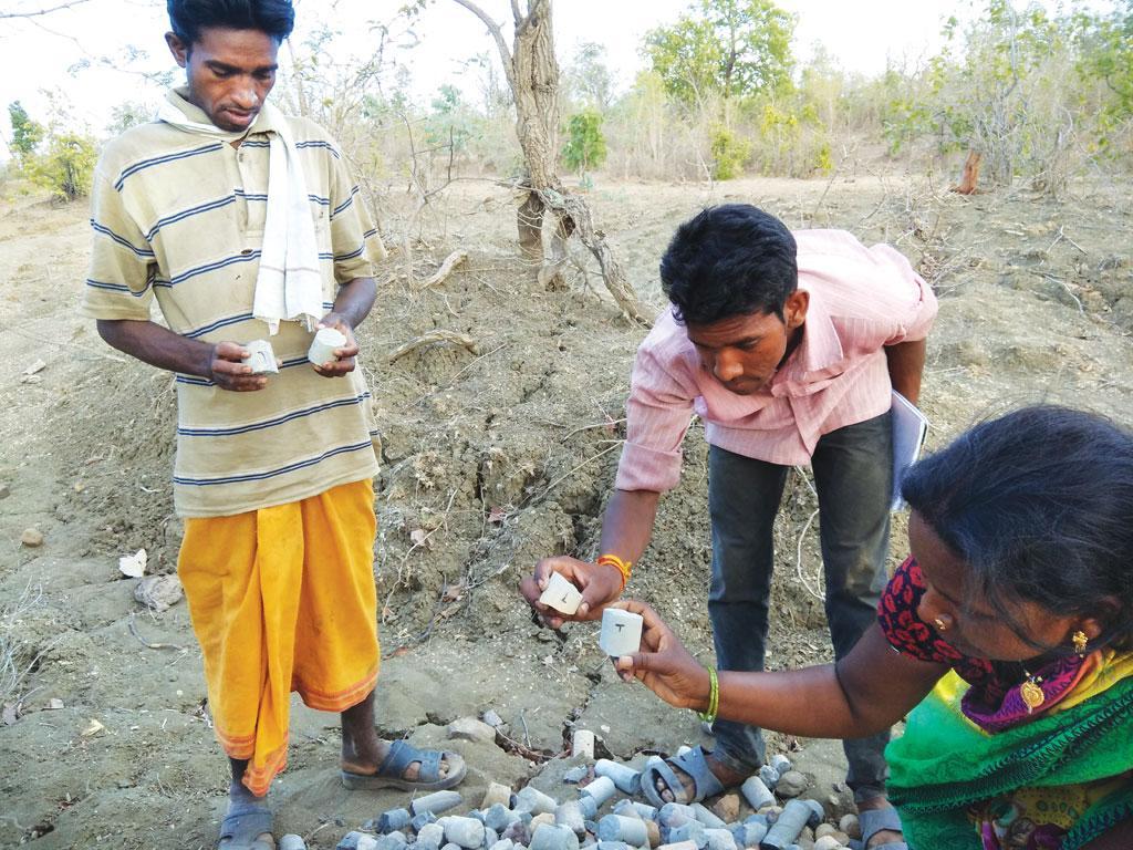 बैतूल जिले में यूरेनियम की खोज के लिए हुई खुदाई ने खापा, कोच्छर और झापरी पंचायत के अधीन आने वाले गांवों के लोगों का जनजीवन प्रभावित किया है (जितेंद्र / सीएसई)