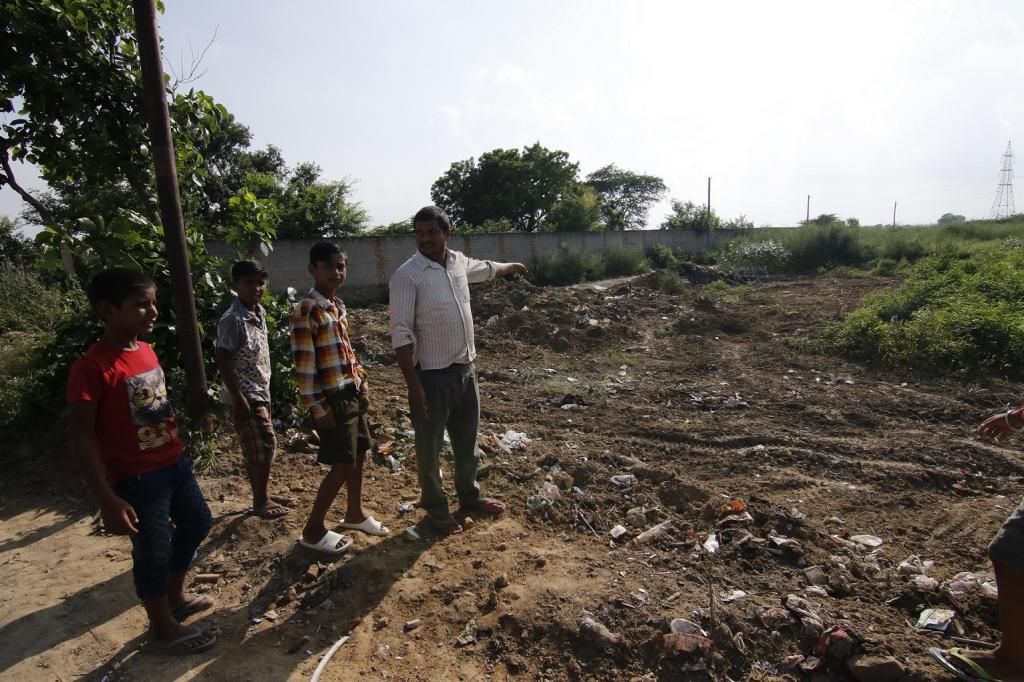 रानी खेडा गांव के बाहर वह स्थान जहां पर नगर निगम के तीन ट्रक ने कचरा डाल दिया था Credit: Adithyan PC / CSE