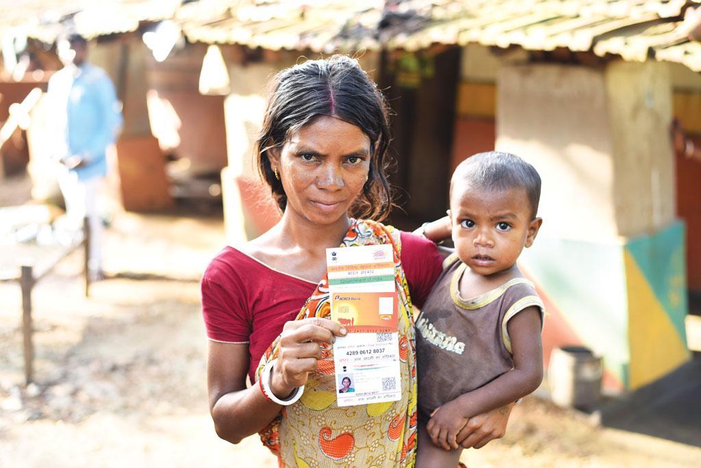 वर्ष 2016 में आईसीआईसीआई बैंक ने मनरेगा के लिए बोडम जिले के लेलुम गांव की रमानी सोरेन का खाता खोला था। बैंक ने आश्वासन दिया था कि उन्हें घर पर बैंकिंग संबंधी सुविधा दी जाएगी किंतु उन्हें ऐसी कोई सुविधा नहीं मिली