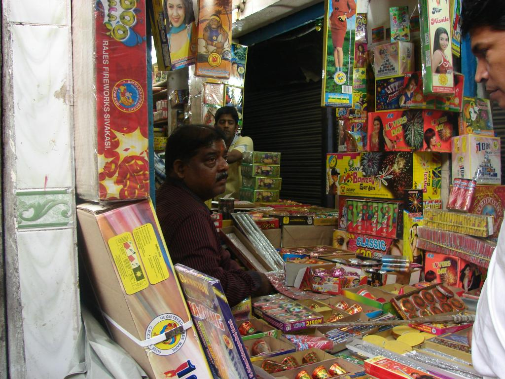 The apex court has cancelled all licenses given by Delhi police to wholesalers and retailers of fire crackers (Credit: Faith Sangma/CSE)