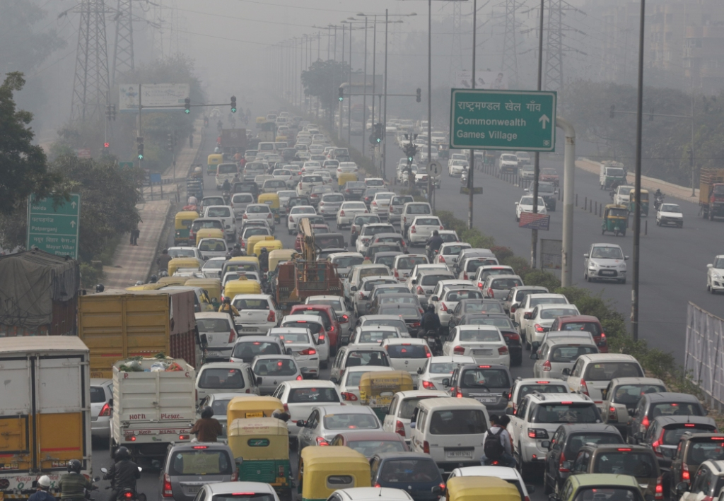 Worldwide 1.2 billion new cars will be on roads by 2050, as per the World Bank report (Credit: Vikas Choudhary/CSE)