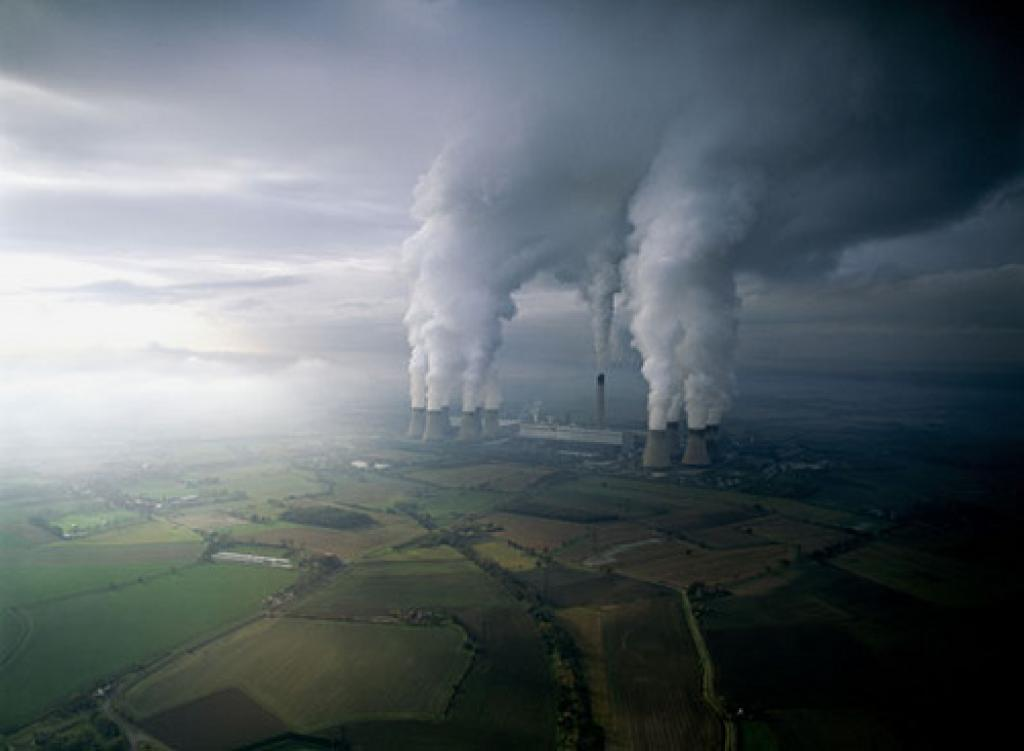 Rapidly increasing CO2 levels in the atmosphere has the potential to irreversibly alter climate systems. Credit: thewritingzone / Flickr