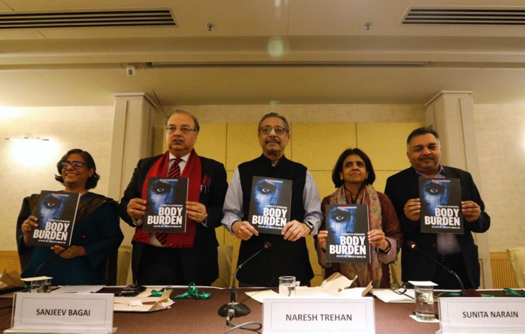 (From L to R) Vibha Varshney, Dr Sanjeev Bagai, Dr Naresh Trehan, Sunita Narain and Pawan Agarwal at the book launch. Credit: Vikas Choudhary/CSE