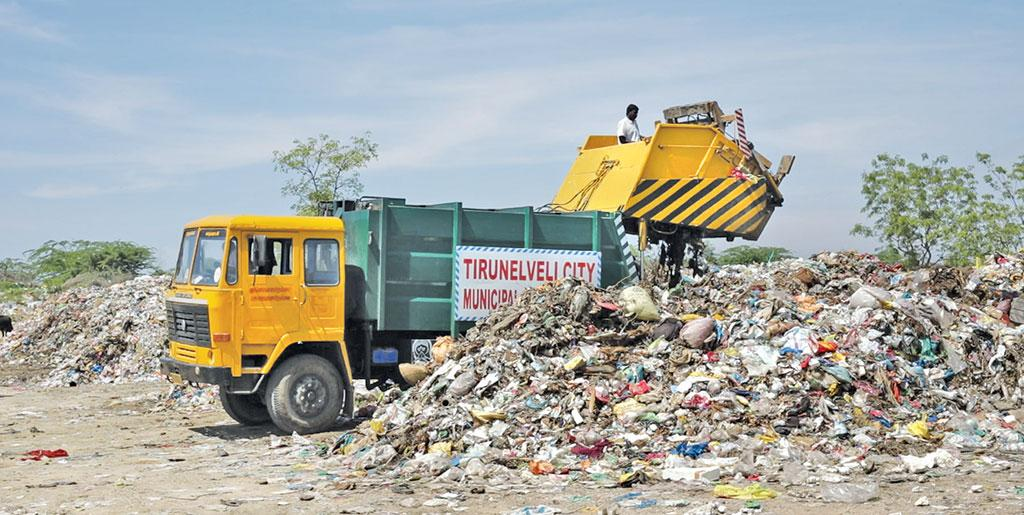 Dumping of mixed waste at Ramyanpatti compost ground in Tirunelveli (Photographs: Srikant Chaudhary)