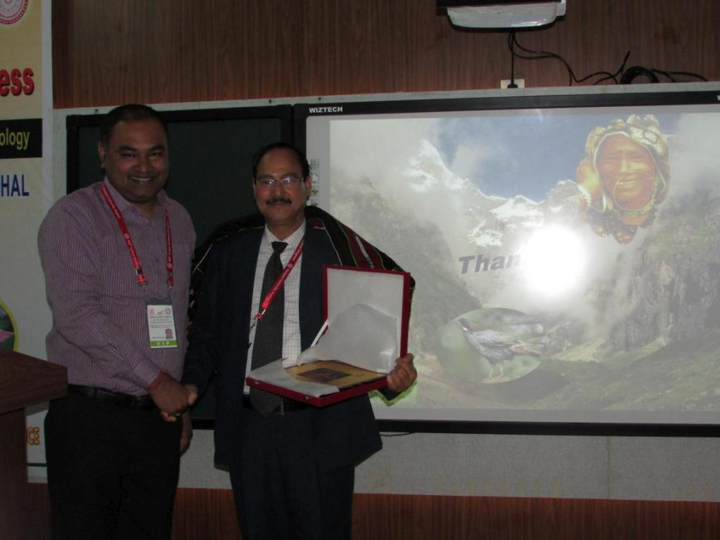 PP Dhyani being felicitated after a presentation in the environmental science section of ISC. Credit: Sobhapati Samom