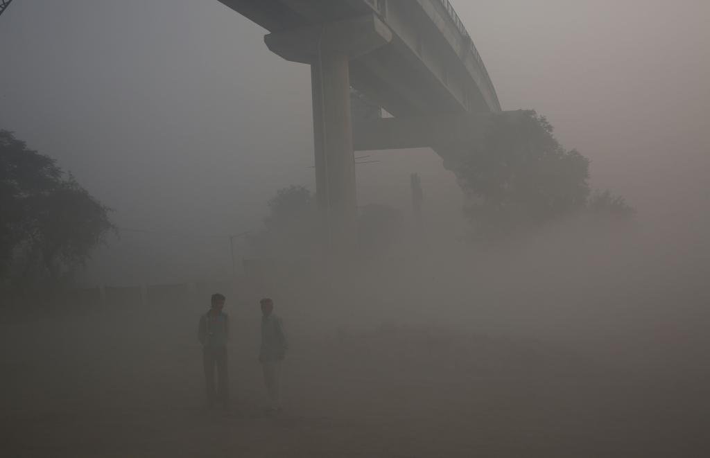 Had phase three of the metro been constructed on time, it could have taken off 1.4 lakh vehicles from the road and made a dent in the current smog scenario. Credit: Vikas Choudhary
