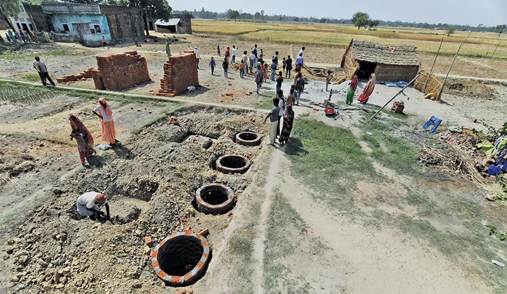 Twin pit toilets being constructed under Mission 32 in Khorhansha gram panchayat, Jhanjhari block, Gonda district (Photo: Vikas Choudhary)