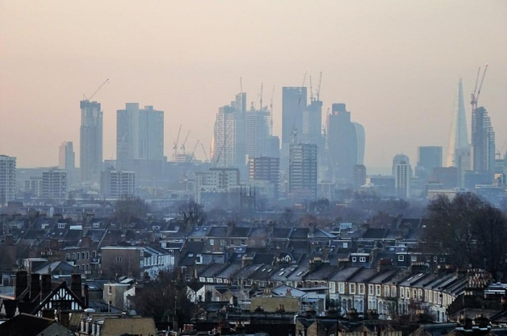 The researchers calculated the effect of air pollution on crime using pollution data and compared it with 1.8 million criminal offences recorded in London during 2004-2005. Credit: DAVID HOLT/Flickr