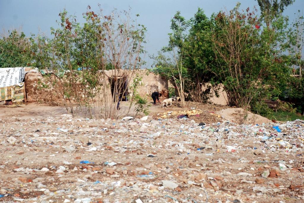 This solid waste dump in Aftab Abad shows its close proximity to the houses of those who live there. Credit: Adeel Saeed