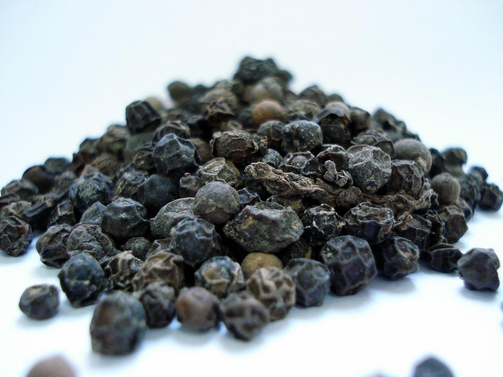 Stop importing black pepper, it's causing price crash