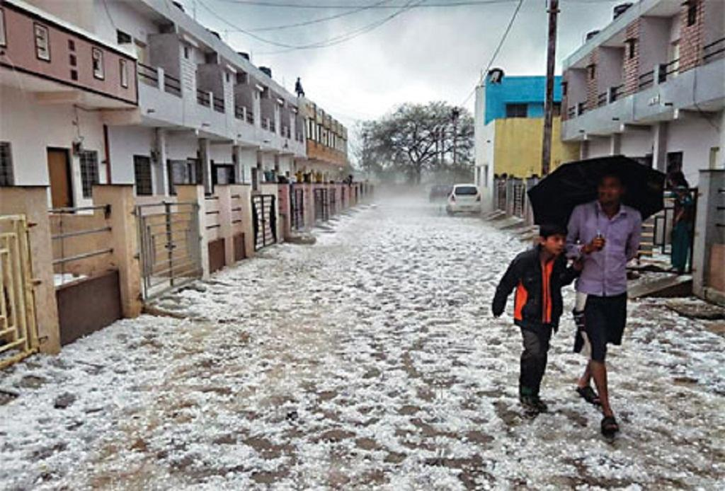 A road in Neemuch district, Madhya Pradesh, paved with hailstones in March (COURTESY: BHOPALTIMES.COM)