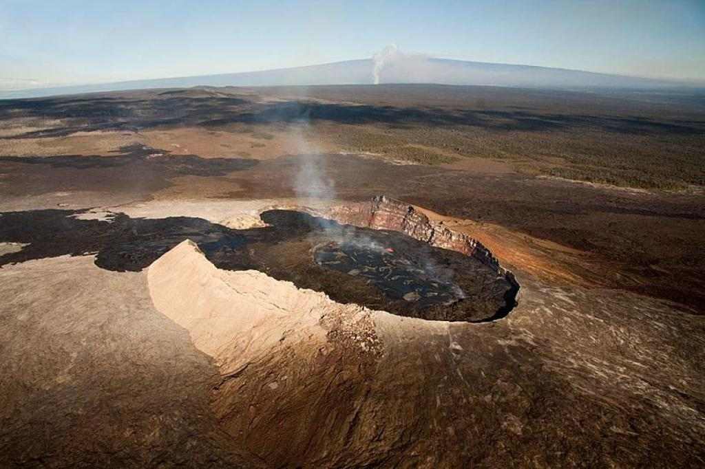 The crater of Kilauea in 2011      Credit: Wikimedia Commons