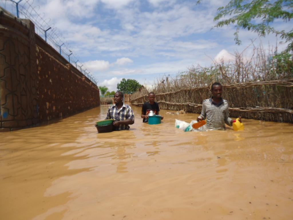 Water and mud spewed out of the reservoir submerged homes in Kenya. Credit: Wikimedia Commons