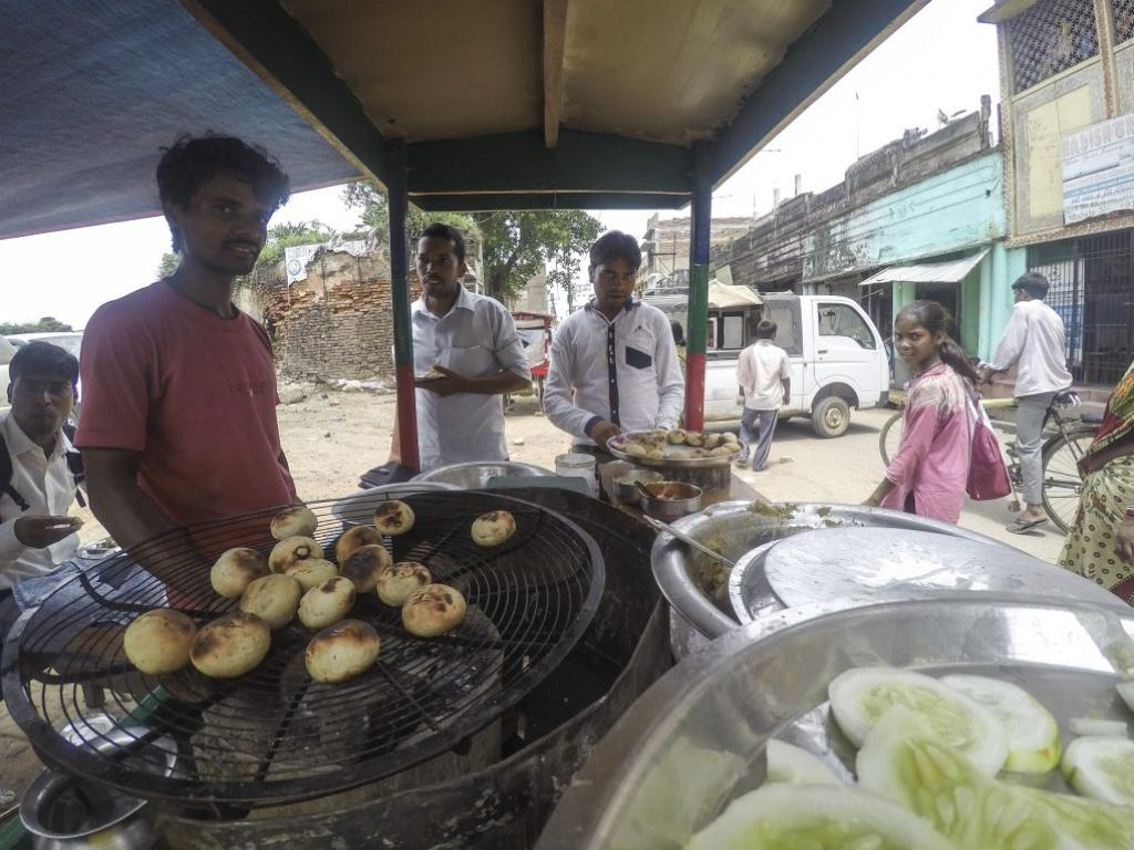 A litti-chokha (Bihari delicacy) vendor in Kahalgaon, next to where I stayed, was serving in steel plates. Credit: Siddharth Agarwal