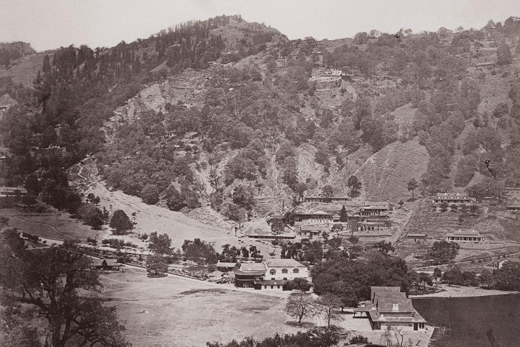 <b>NAINITAL 1910 </b>- The northern ridge has recovered from the 1880 landslide which flattened the lower hill area where construction can be seen