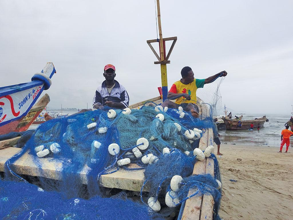 As they prepare to go to the sea, fisherfolk at Ghana's Apam beach say they are incurring losses with every trip due to a falling fish population (Photographs: Kundan Pandey / CSE)
