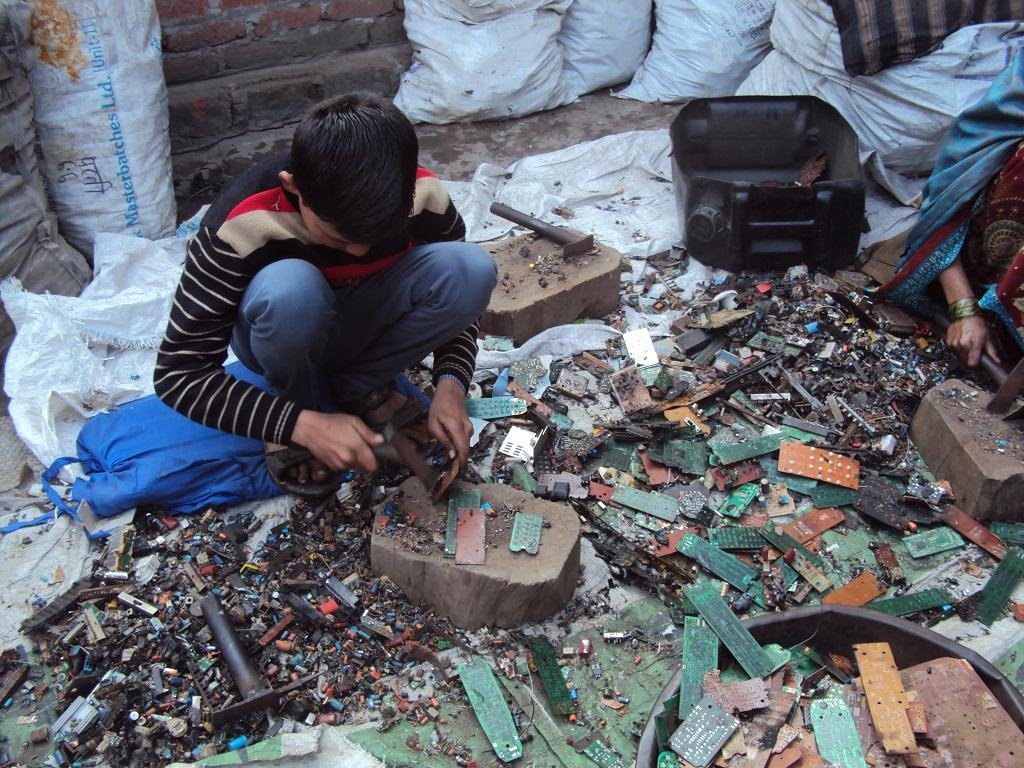 The report said that the lack of data on e-waste generation across the country, not just Delhi, creates a major block in tackling it. Credit: Sadia Sohail/CSE