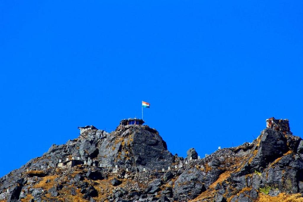 Development is peaking in the high country between India and China. Vinay Vaars/Wikimedia Commons, CC BY-SA