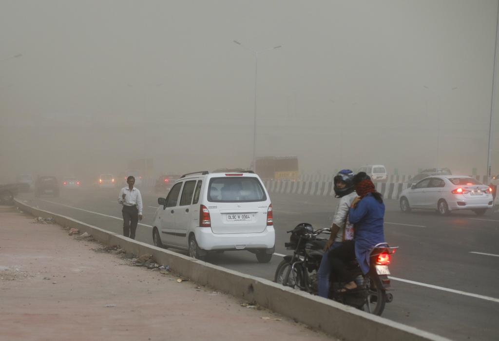 Delhi's Akshardham area during a recent dust storm          Credit: Vikas Choudhary