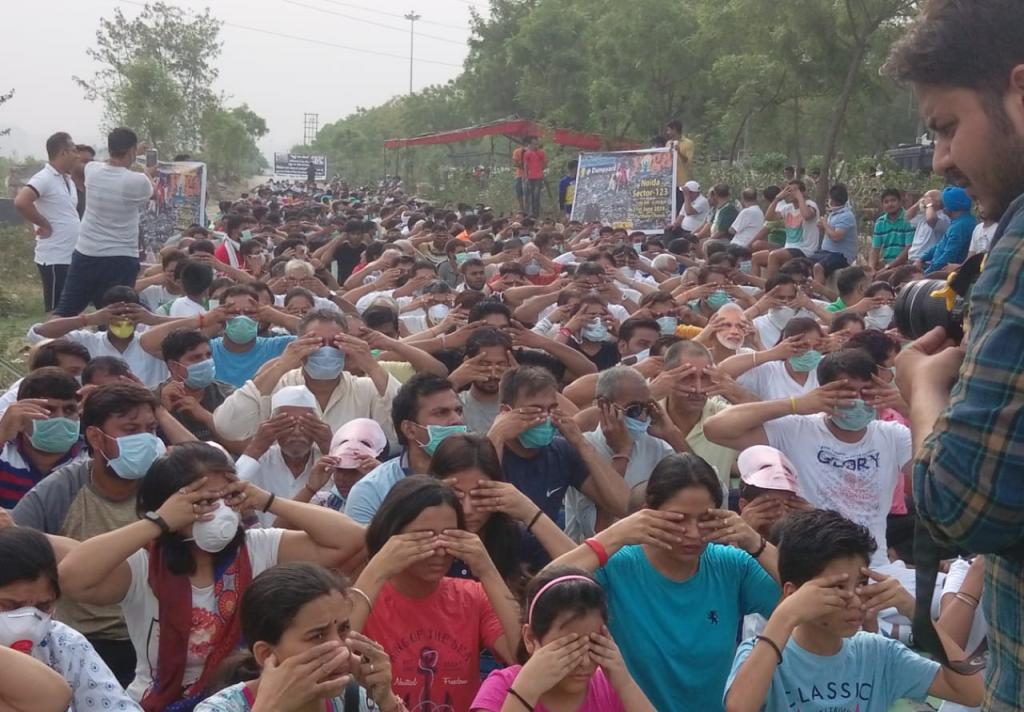 Residents protest against the dump site on Thursday. Credit: Neeraj Prakash