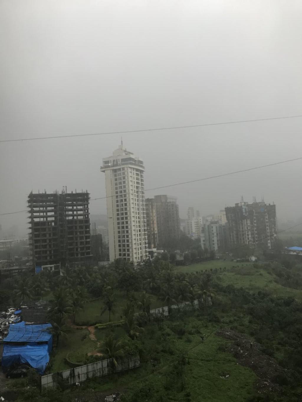 Heavily overcast skies in Mumbai         Credit: Nidhi Jamwal/Twitter