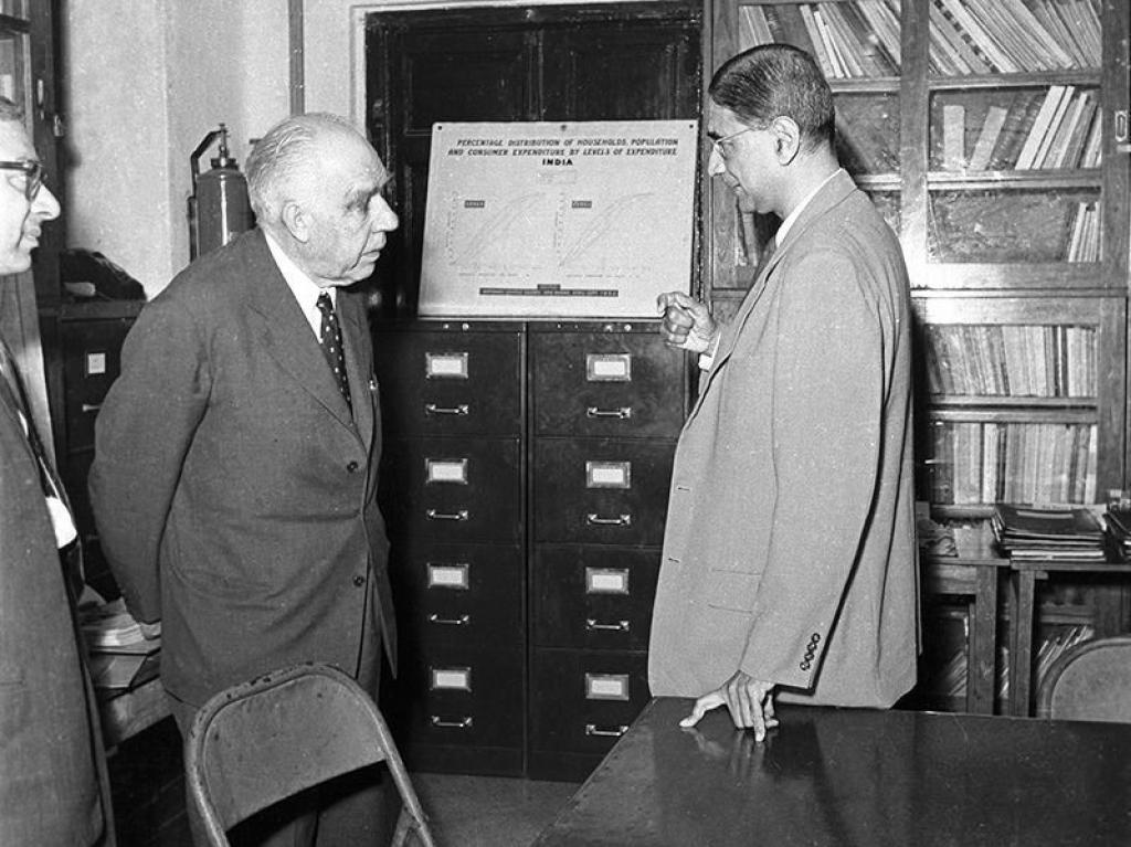 PC Mahalanobis and Niels Bohr in a conversation at ISI on January 16, 1960. Credit: ISI