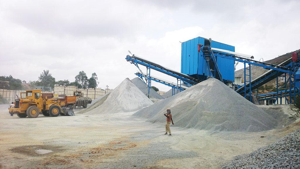 कर्नाटक, जहां नदी रेत भंडार हमेशा के लिए कम हो गया है, अब बजरी से रेत (एम-सैंड) बनाता है।  देश की 178 मीटर रेत इकाइयों में से 164 इकाइयां राज्य में हैं। (सौजन्य: एमसैंडटुमकुर.कॉम)