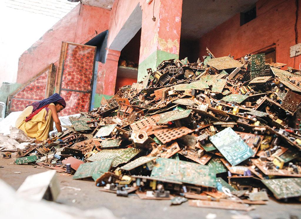 भारत में ई-कचरे के रीसाइक्लिंग के लिए उत्तर प्रदेश का मुरादाबाद जिला एक महत्वपूर्ण केंद्रों में से है (फोटो: विकास चौधरी / सीएसई)