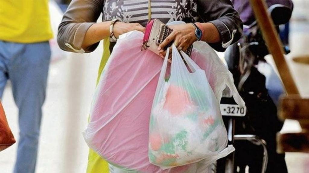 Several states have failed to implement plastics ban due to reasons more than one.  Credit: India.com