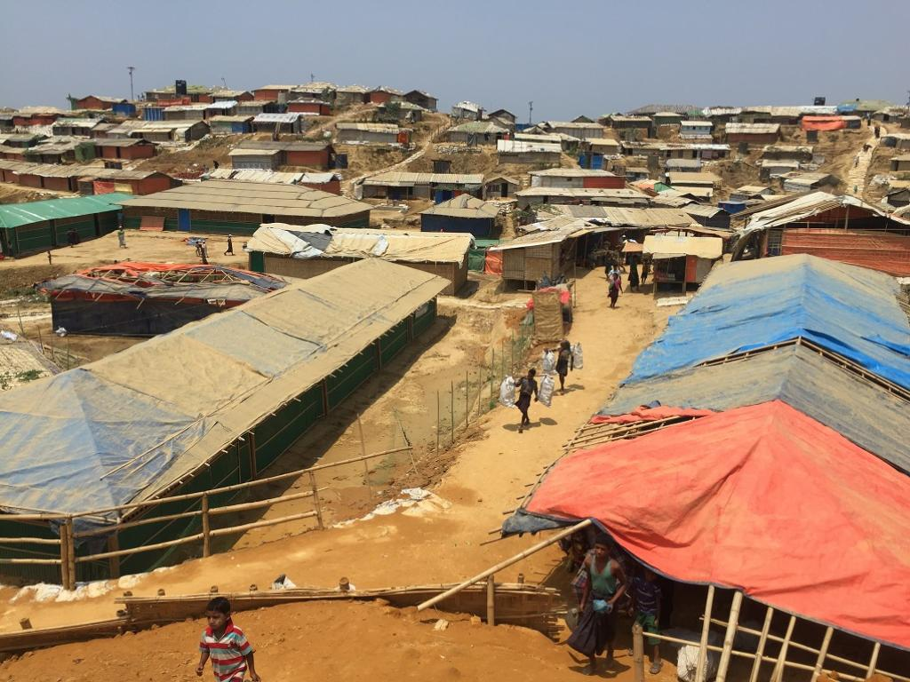 A landslide took place in the Balukhali refugee camp, and the Rohingya struggled to buttress the encampment. Credit: Mohammad Al-Masum Molla