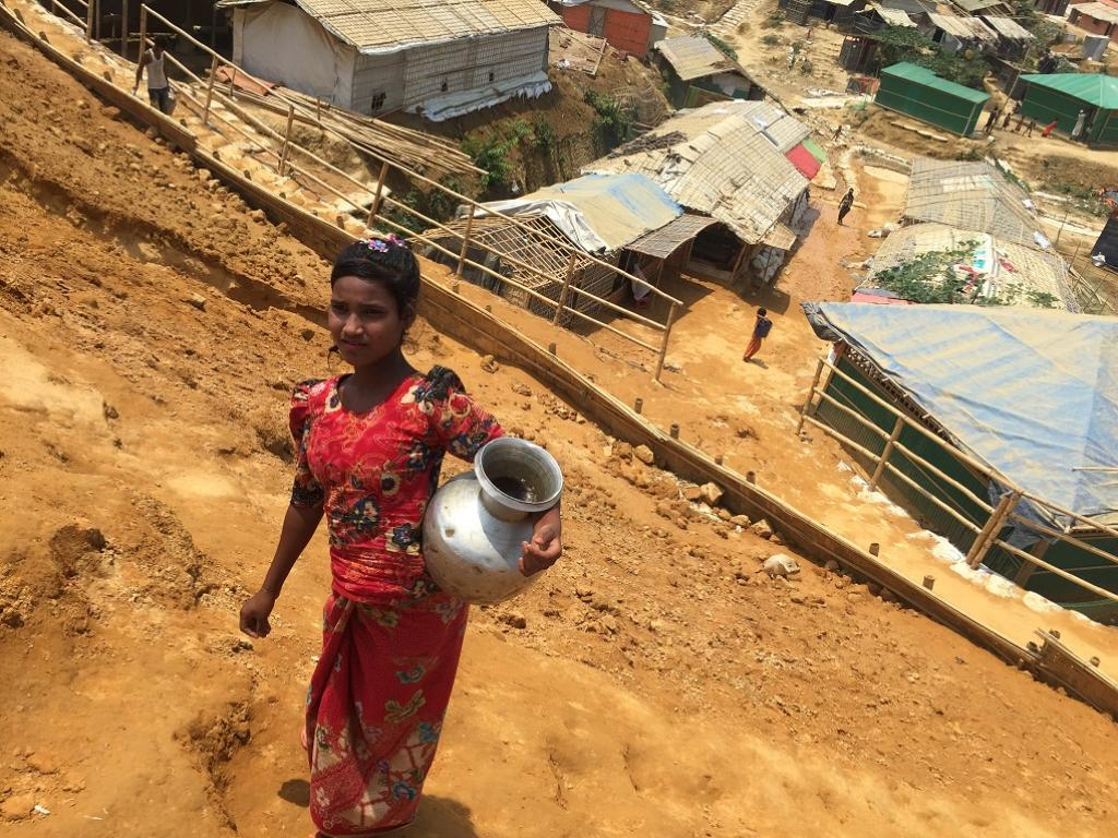 A Rohingya child was carrying water through a pitcher from a tubewell far from her home. Credit: Mohammad Al-Masum Molla